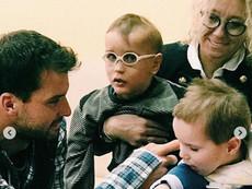 Григор Димитров зарадва деца със специални нужди в Перник