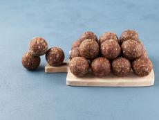 Енергийни бонбони със сушени череши