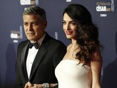 Амал Клуни ще ражда близнаците в Лондон