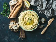 Хумус с кисели краставички