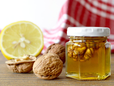 За какво е полезна комбинацията от мед и орехи