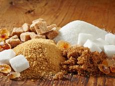 Каква е основната разлика между бяла и кафява захар?