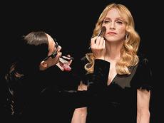 Кой гримира Мадона, Лейди Гага и Виктория Бекъм?