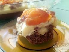 Лесен сладкиш с пудинг и праскови
