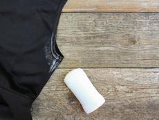5 начина за лесно премахване на петна от дезодорант