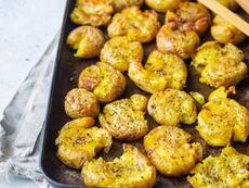 Намачкани картофи с масло и подправки