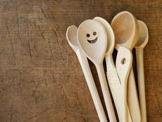 Как да премахнем миризмата от дървените лъжици?