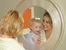 """""""Етапът на огледалото"""", през който преминават малките деца"""