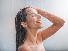 Какво се случва с кожата, ако взимате душ само с вода?