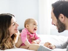 Начини да накарате бебето да се смее