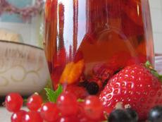 Ром с червени плодове