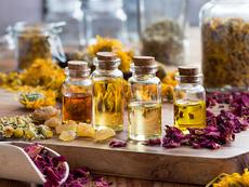 5 от най-добрите етерични масла за сърбяща и лющеща се кожа