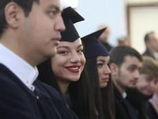 На тържествена церемония бяха раздадени дипломите на 14-ия випуск на ВУЗФ