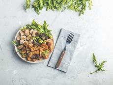 Лесна рецепта за пилешки хапки с масло, чесън и подправки
