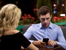 4 причини защо той ви игнорира и какво да правите