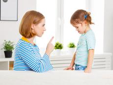 Популярни лъжи, с които родителите заблуждават децата си