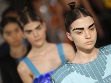 Жертви на модата искат трансплантация на вежди