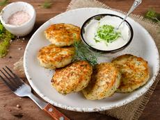 Пилешки кюфтета с магданоз и чесън