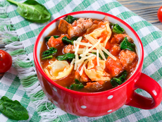 Италианска супа с наденица и тортелини