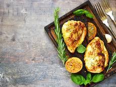 Пилешки гърди с подправки и балсамов оцет
