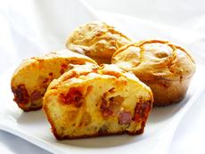 Солени яйчени мъфини с шунка и кашкавал