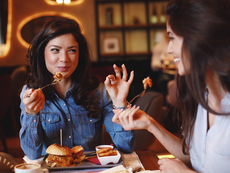 Какво е добре да правим след консумацията на храни с повече холестерол