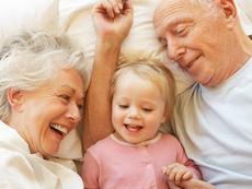 10 неща, които баба и дядо не бива да правят с внуците