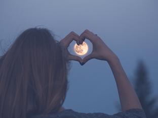 Пълнолунието в Овен на 14 октомври и любовта