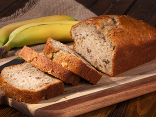 Бананов хляб със заквасена сметана и канела