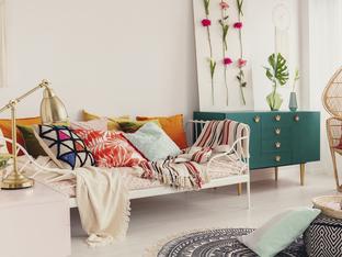 Добавете възглавници в интериора на дома