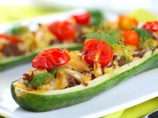 Пълнени тиквички със скариди и зеленчуци