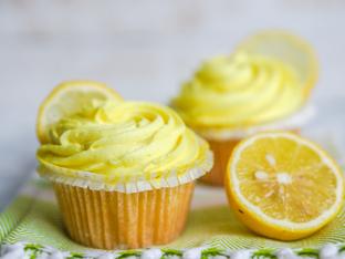 Лимонови къпкейкове с глазура