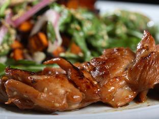 Глазирано пилешко с балсамико и лук