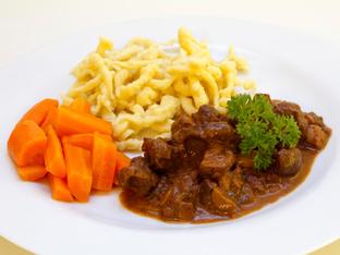 Еленско с розмарин и моркови