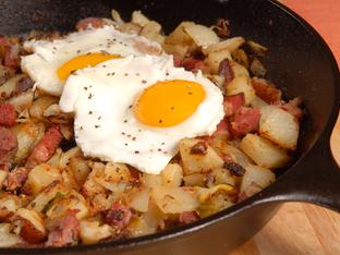 Запеканка с картофи, яйца и шунка