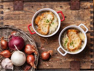 Френска лучена супа с 3 вида сирене