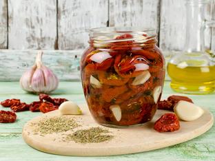 Лесна рецепта за сушени домати в зехтин