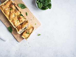 Сьомга с бекон и спанак в бутертесто