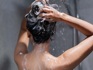 Признаци, че миете косата си твърде често