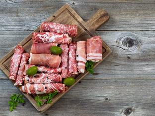 Катък завит в сушени колбаси