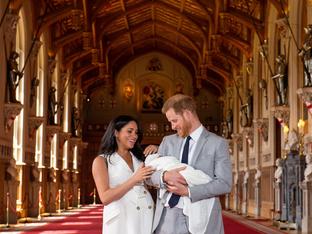 Първи снимки на новото кралско бебе