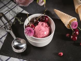 Домашен сладолед с череши в машина