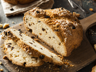 Сладък хляб със стафиди и ким