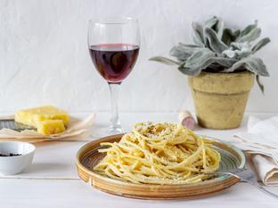 Спагети със сирена и черен пипер