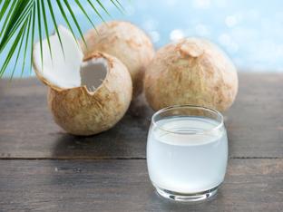 Как кокосовата вода прави кожата по-красива
