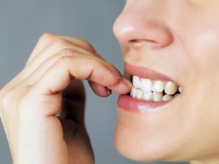 Гризане на ноктите – какво говори този навик за личността?