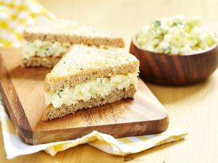 Сандвич с яйчена салата