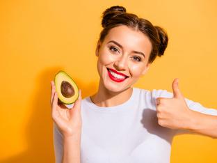 6 храни и напитки, с които да забавите стареенето на кожата