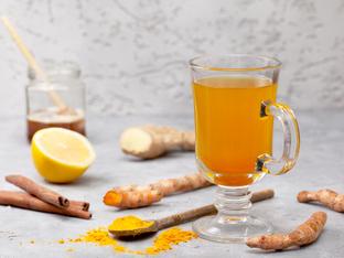 Чай с кардамон, куркума и канела – защо е толкова специален?