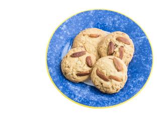 Кокосови маслени бисквити с цели бадеми